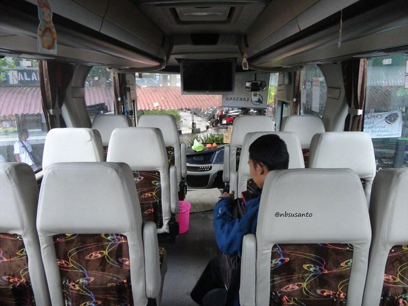 Jogja Jakarta Bersama Bus Po Sinar Jaya Berkaroseri Laksana